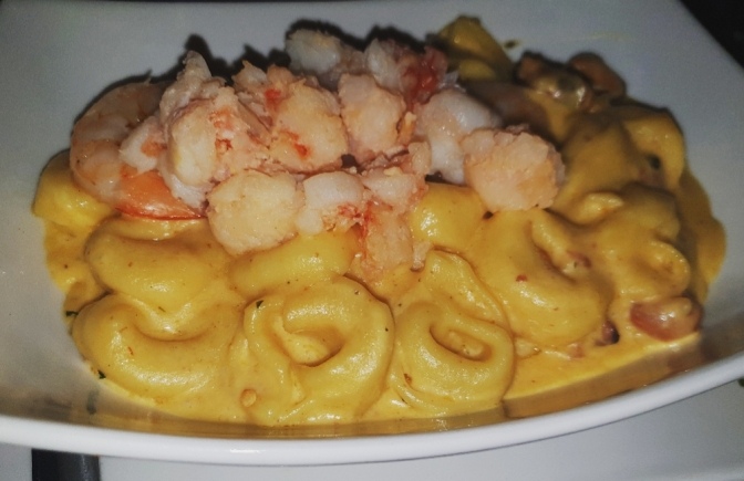 TGIF to this Creamy  Seafood Cheese Tortellini!